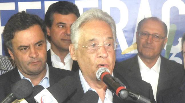 O presidente de honra do PSDB, Fernando Henrique, participa da reunião (foto: Juarez Rodrigues/EM )