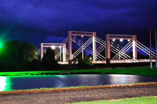 Vista noturna da Ponte sobre o rio Dourados (Google)