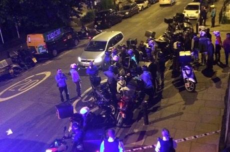 Polícia metropolitana respondeu a chamado por ataque com ácido na região de Hackney, no nordeste de Londres. Um adolescente foi detido Reuters