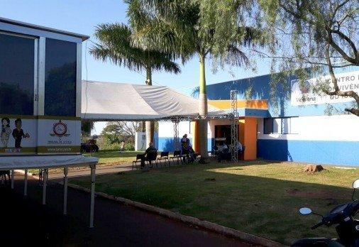 Carreta da Justiça estacionada em Vicentina (Foto: TJMS/Divulgação)