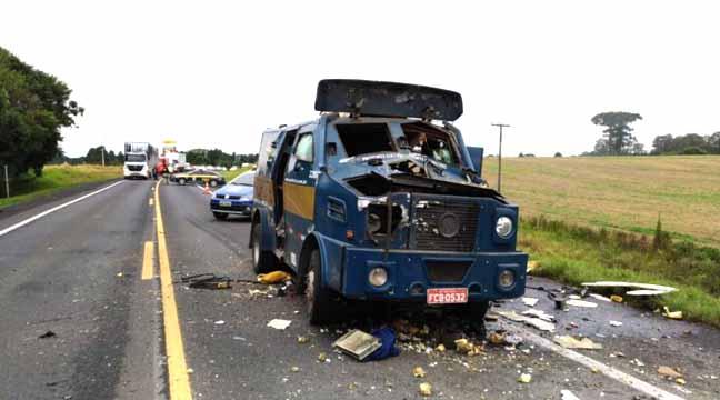 Carro forte explodido por bandidos (imagem Google)