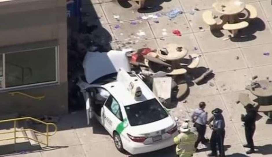 Veículo atropela pedestres perto de aeroporto em Boston e várias pessoas ficam feridas, diz polícia Foto: Reuters