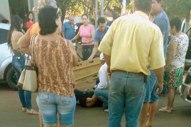 Acidente aconteceu na Avenida Brasil por volta das 16h30, nas proximidades da agência do Banco do Brasil - Foto: Nova News