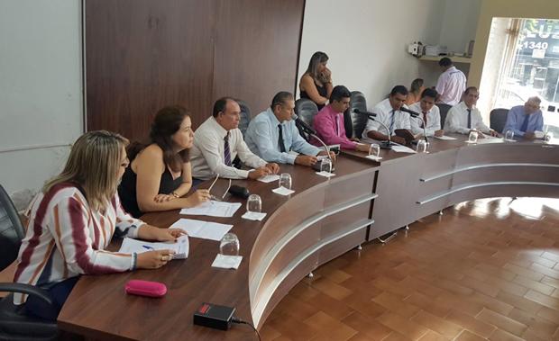 FOTO: ROGÉRIO SANCHES / FÁTIMA NEWS - Vereadores da Câmara de Glória de Dourados