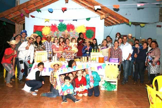 Familias Ananias e Mendonça encerram o ciclo de Festas Caipiras deste ano