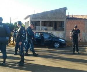 Vítimas estavam em carro preto - Mariane Chianezi/Portal Correio do Estado