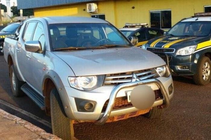 Caminhonete foi recuperada na BR-163, no posto da PRF, em Dourados. -  Foto: PRF/Divulgação