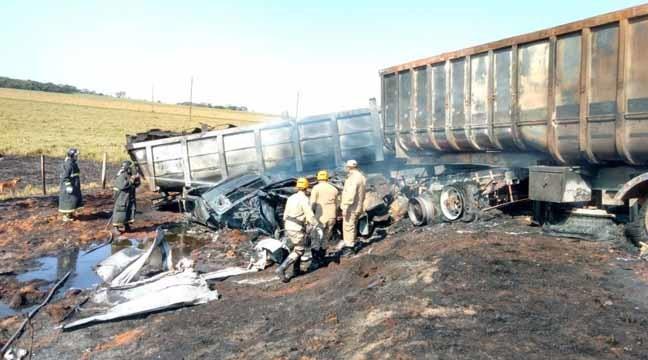 Acidente ocorreu entre Dourados e Itahum - Fotos: Osvaldo Duarte