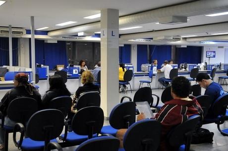 O governo convoca 22.057 aposentados para reavaliação médica Ag. Brasil