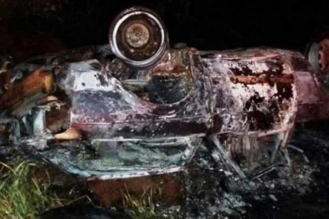 Veículo Saveiro pegou fogo depois do acidente na MS-156, em Tacuru