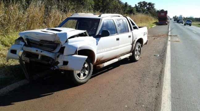 Caminhonete conduzida pelo vereador colidiu na traseira de uma carreta - Foto: Alvorada Informa