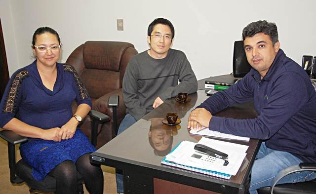 Professora Patrícia Tognon, Coordenador Edilson Kasuo e o Presidente da Câmara Miltinho – Foto Adauto Dias / glorianews