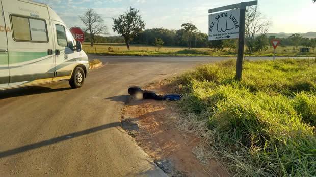 FOTO: WHATS / BONITO INFORMA - Homem é encontrado baleado às margens da rodovia em Bonito (MS)