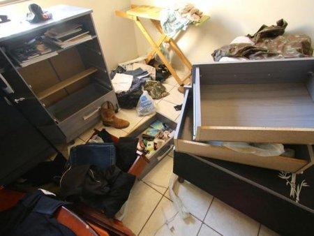 Bandidos reviraram casa e levaram uniformes do segurança patrimonial  - Foto: André Bittar