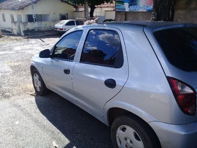 Veículo furtado é um Chevrolet Celta, de cor prata, ano 99/2010 - Foto: Ilustração