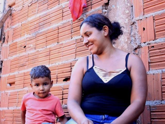 Apesar das dificuldades Jucilene não tira o sorriso do rosto (Fotos: Marina Pacheco)