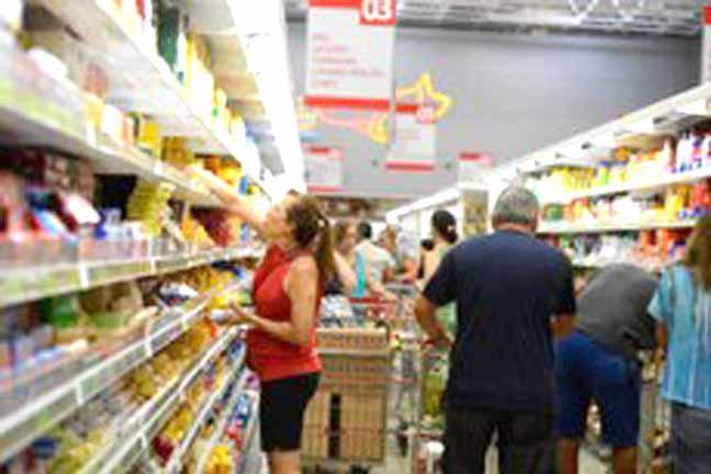 Entre os itens que compõem o IPCA, o grupo de alimentos foi o que registrou a queda mais expressiva em 2017