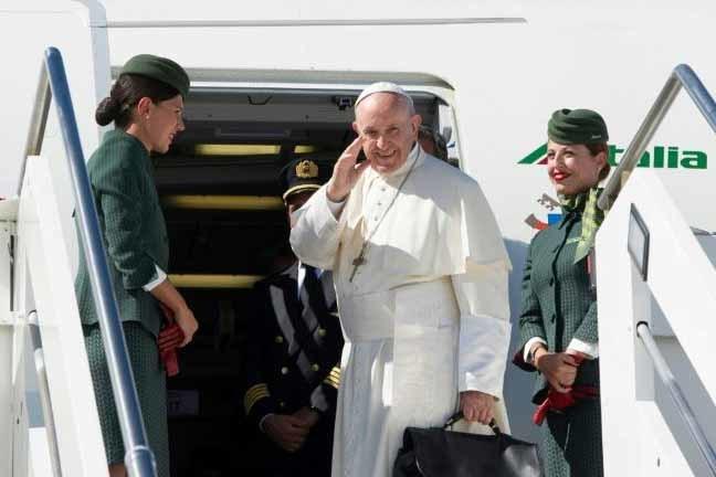 O Papa Francisco embarcou nesta quarta-feira em Roma com destino à Colômbia para uma visita de cinco dias - OSSERVATORE ROMANO/AFP