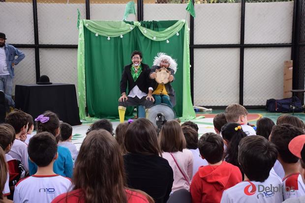 Colégio Delphos Fundamental recebe 'Circo dos Sonhos' e encanta a criançada em Dourados