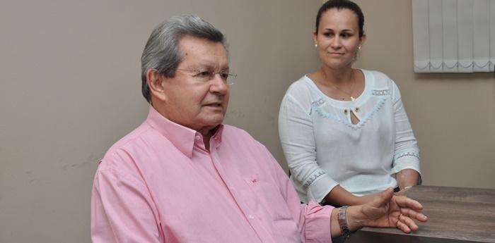 Onevan de Matos ao lado da Secretaria Juliani Berloffa em Deodápolis