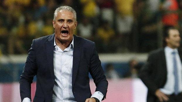 Tite durante o jogo contra o Chile; Brasil venceu por 3 a 0