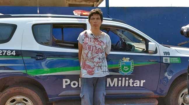 Fabiano foi preso por policiais militares após apanhar de populares (Fotos: Sidnei Bronka)