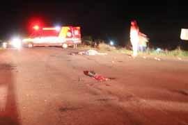 Motociclista morto em acidente teve o corpo dilacerado; cabeça parou na cabine de Hilux Foto: Reginaldo Rodrigues/Região News