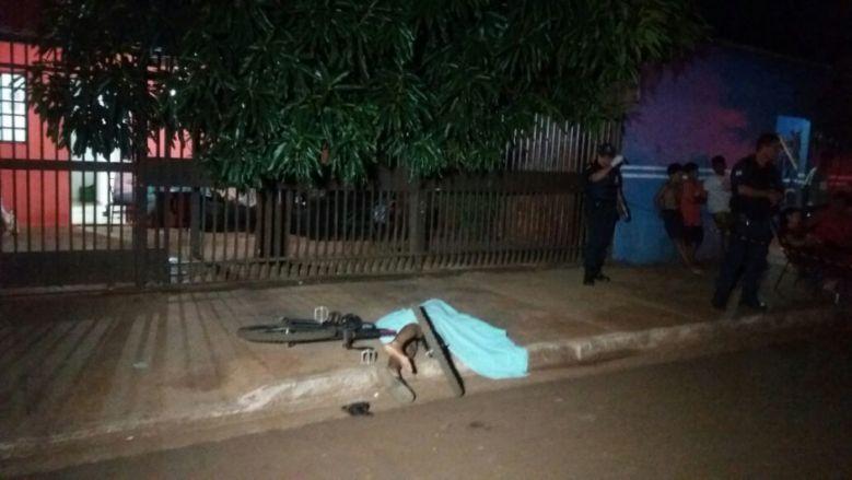Adolescente assassinado a tiros no Estrela Tovi - Crédito: OSVALDO DUARTE