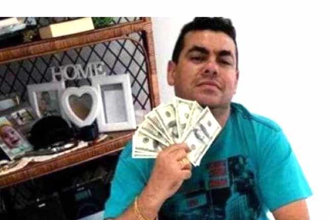 Villalba foi preso em novembro do ano passado depois de ostentar seu dólares nas redes sociais